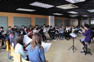Saeko Hasegawa and the Asia Pacific Youth Choir during a rehearsal