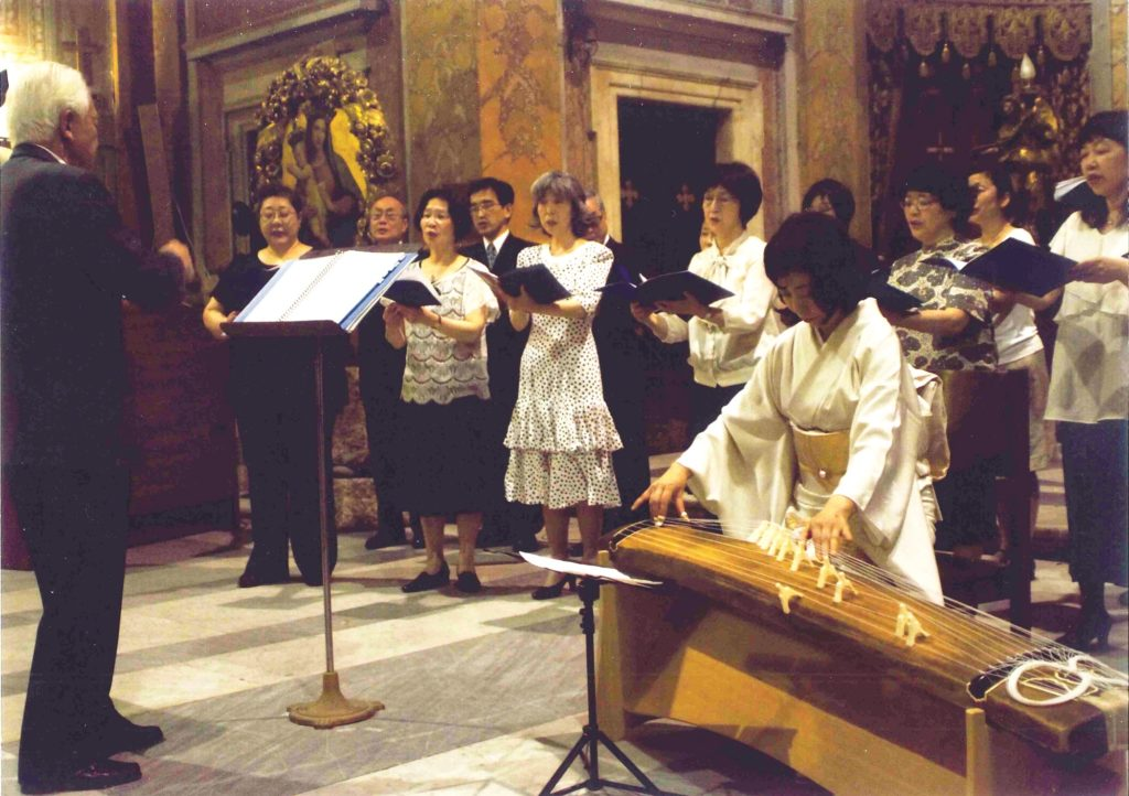 Synchronized performance of Rokudan and the Latin Credo on July 2012, in Rome