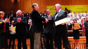 Romuald Twardowski (left) congratulating Hristo Krotev (Bulgaria)