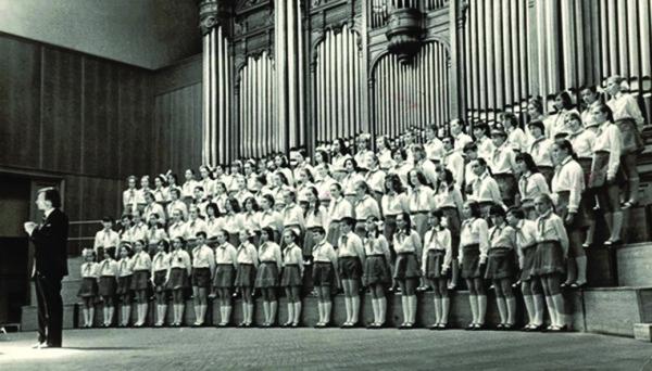 Chorus Studio Pioneriya; conductor Georgy Struve