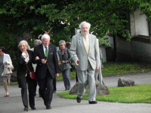 Dolf Rabus with guests on the way to the Church of St. Martin Marktoberdorf